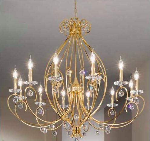 złoty żyrandol do salonu - piękny